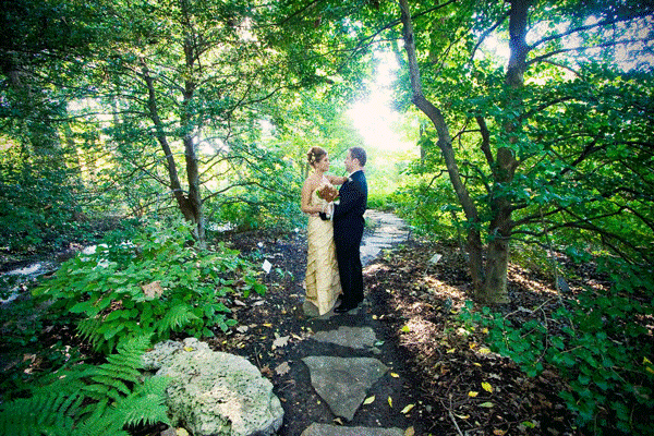 Wedding photo at botanical garden